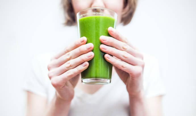 Bli piggare med näringsrikt greenspulver